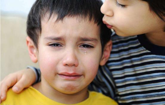 """浅析""""不让孩子哭""""的中国式教育"""